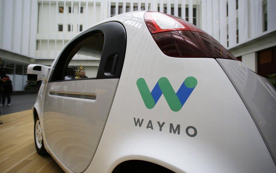 """Savavaldis (autonomiškas) """"Waymo"""" automobilis"""