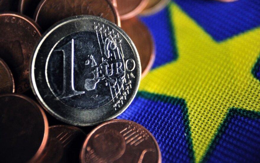 Euro zonoje spaudimo atlyginimų augimui nėra