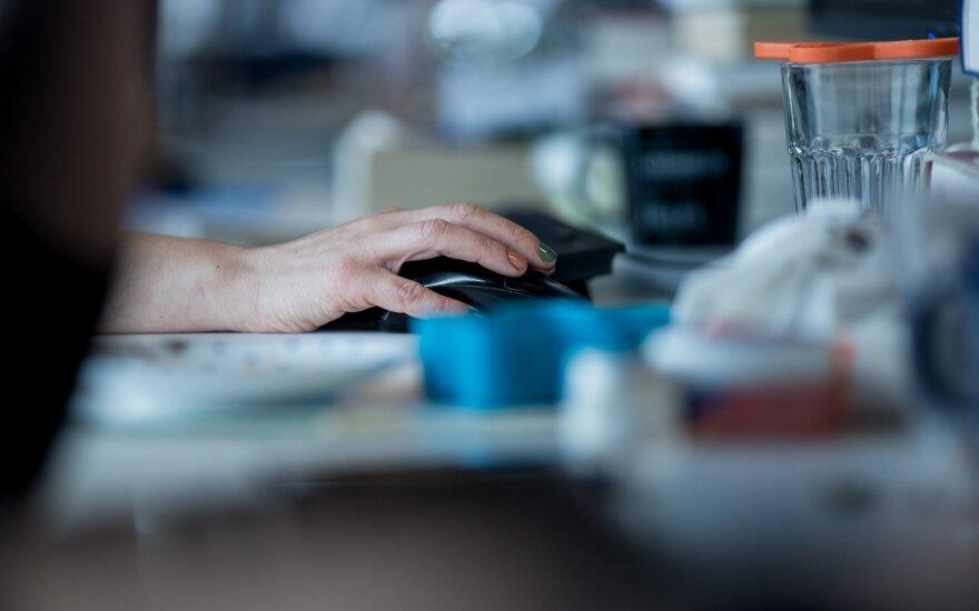 Keičiasi taisyklės dėl darbo organizavimo: nebelieka atstumų, nebereikia užtikrinti galimybės dirbti nuotoliniu būdu