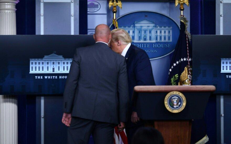 Incidentas prie Baltųjų rūmų: po pranešimo apie šūvius Trumpui teko evakuotis