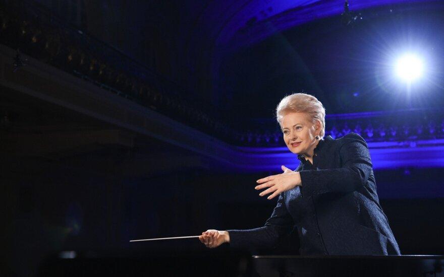 """2017 02 16. Lietuvos Respublikos Prezidentė Dalia Grybauskaitė duoda startą akcijai """"Vasario 16-ąją švęsk linksmai ir išradingai"""""""