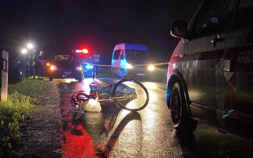 Vilniaus r. automobilis pražudė dviratininką: į pagalbą sustojęs vyras išaiškino kaltininkę