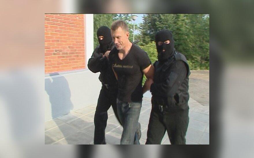 Alvydas Duonėla vedamas į teismą