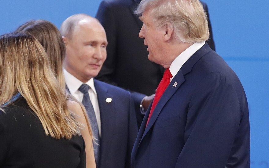 Rusija net loštelėjo pamačiusi Trumpo žinutę tviteryje: kantrybė senka