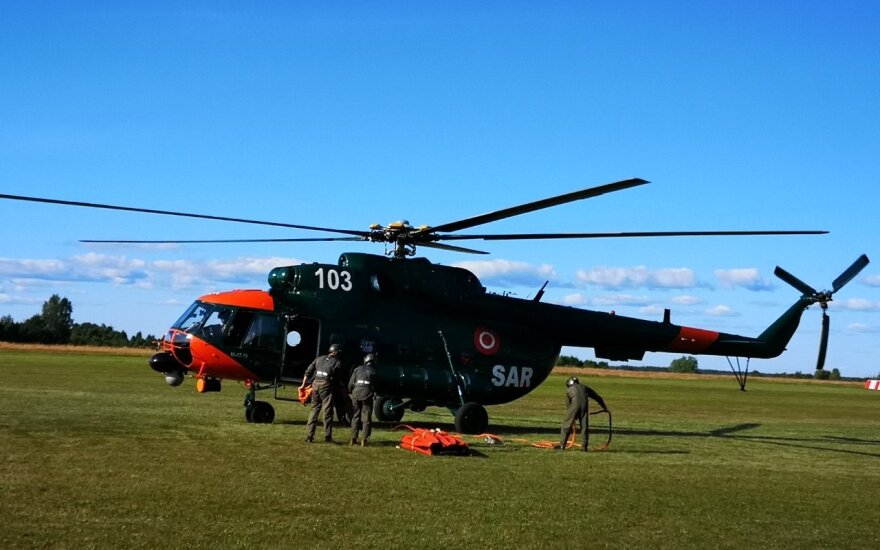 Lietuvos kariuomenė: sraigtasparnių negalia gaisro durpyne metu nevertintina kaip klaida