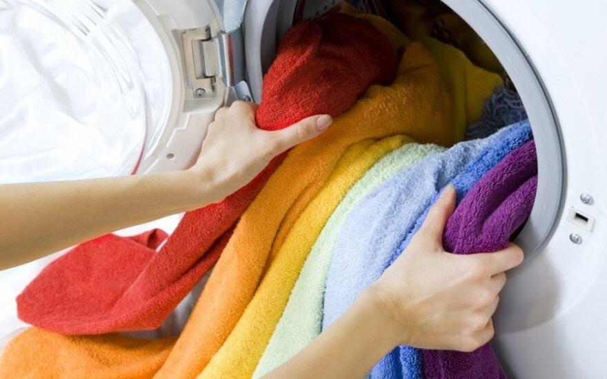 7 būdai pasirūpinti rankšluosčiais, kad jie netaptų mikrobų veisykla