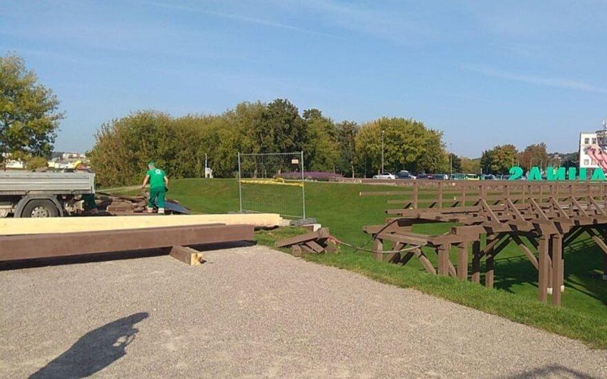 Bėga nelaimei už akių: pradėtas ardyti Kauno pilies tiltas