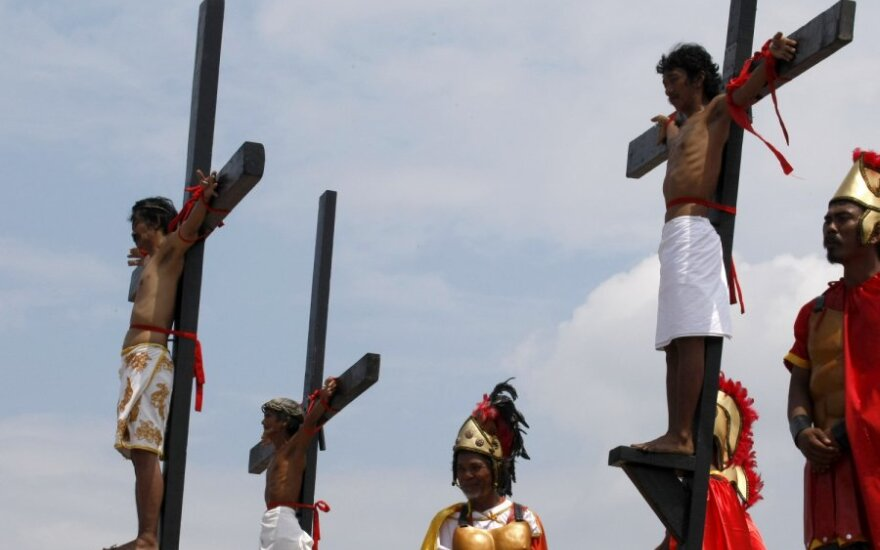 Filipinuose – kruvinos nukryžiavimo ceremonijos