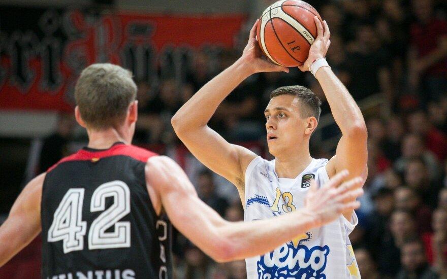 Su kamuoliu Viačeslavas Bobrovas