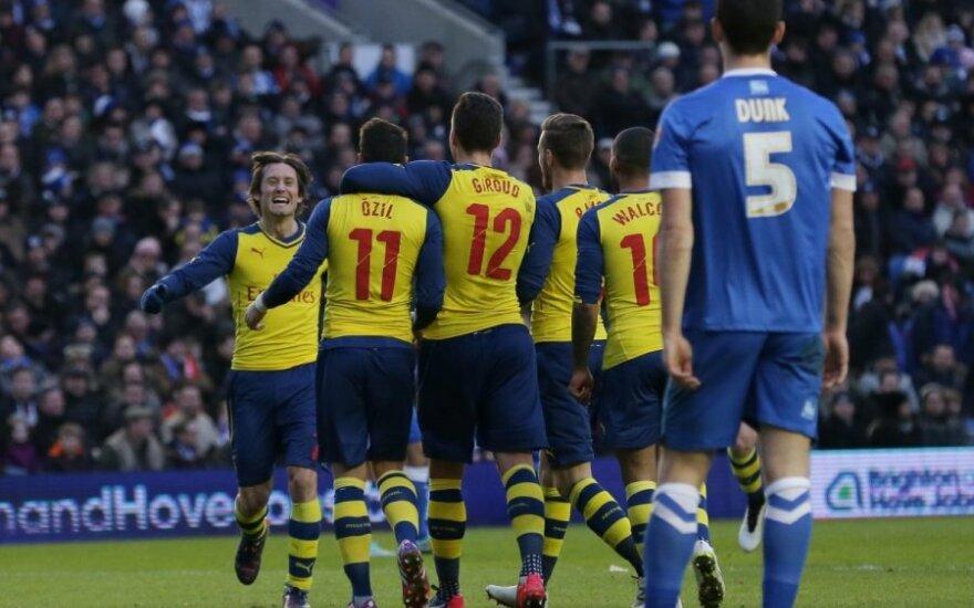"""Londono """"Arsenal"""" futbolininkai džiaugiasi įvarčiu"""