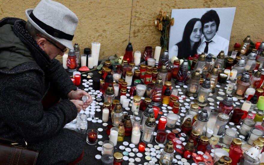 Slovakijoje nužudyto žurnalisto sužadėtinė palaidota su nuotakos suknele