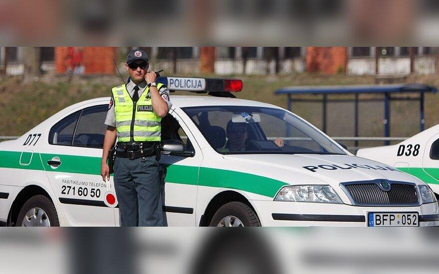 Siūloma leisti policijai anuliuoti techniškai netvarkingų automobilių TA