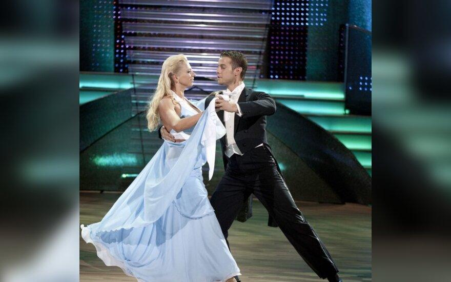 """Iškritusios iš projekto """"Kviečiu šokti"""" poros šoks sugrįžimo šokį"""