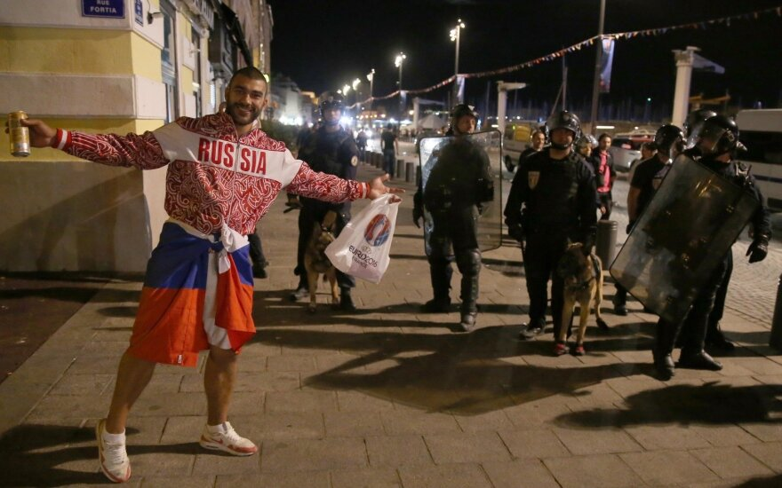 Russia receives €150,000 fine and suspended disqualification over UEFA riots