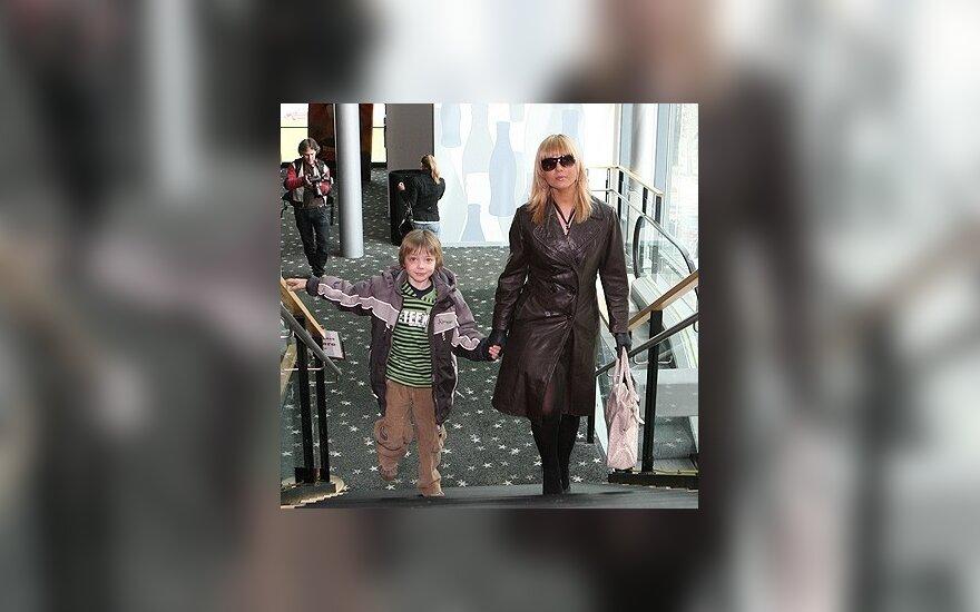 Mia su sūnumi