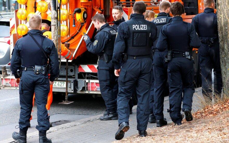Vokietijos mieste laukiant naujų demonstracijų prieš imigrantus stiprinamos saugumo priemonės