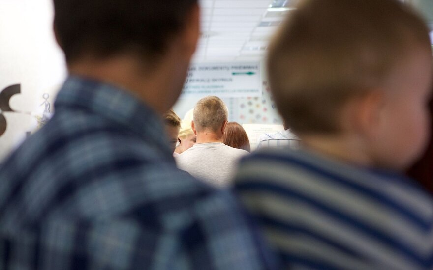 Migracijos departamentas ruošiasi įvesti išankstinę registraciją internetu dėl leidimų gyventi Lietuvoje