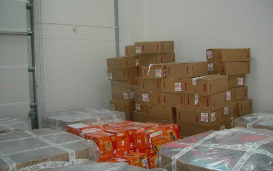 Uoste muitininkai sulaikė iš JAV atgabentas prekes