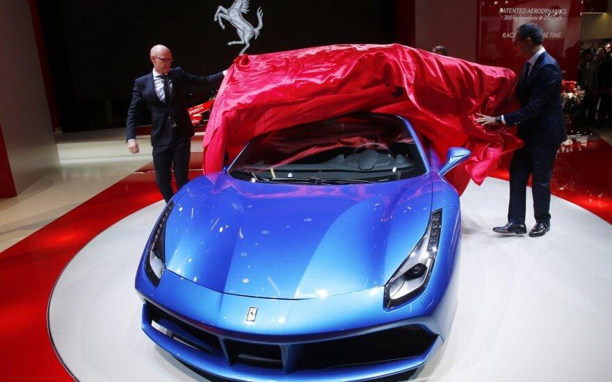 """Frankfurto parodoje pristatomas """"Ferrari 488 Spider"""""""
