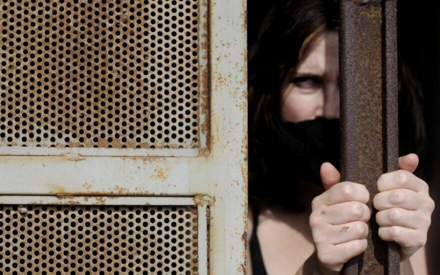 Po smurto patiriamas košmaras: pažiūrėkite į išprievartautą moterį