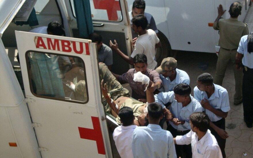 Greitoji pagalba teikia pagalbą po maoistų išpuolio Indijoje