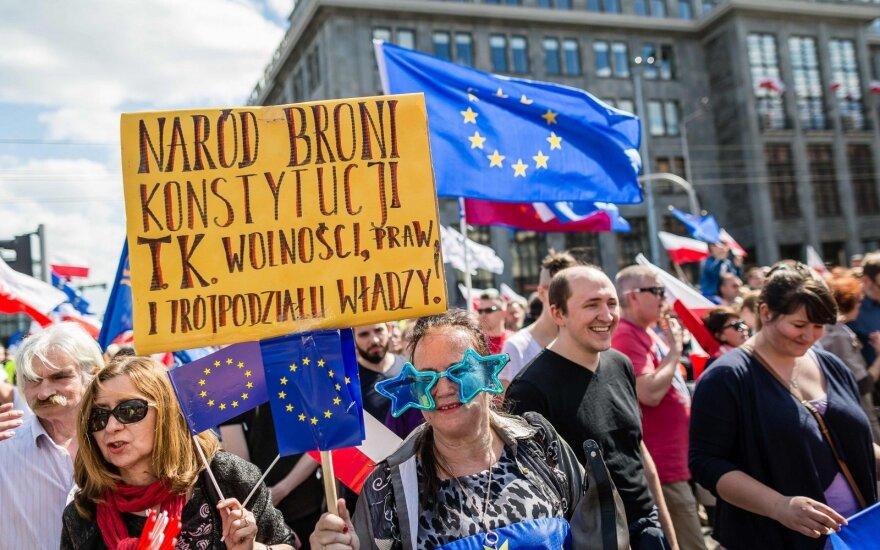 Lenkai protestuoja prieš Vyriausybę