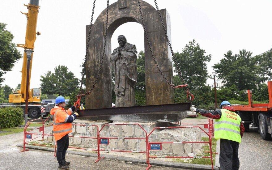 Prancūzijoje perkelta popiežiaus Jono Pauliaus II statula
