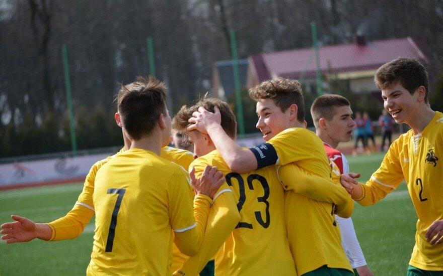 """Lietuvos U-16 futbolo rinktinė (Gargždų """"Bangos"""" nuotr.)"""