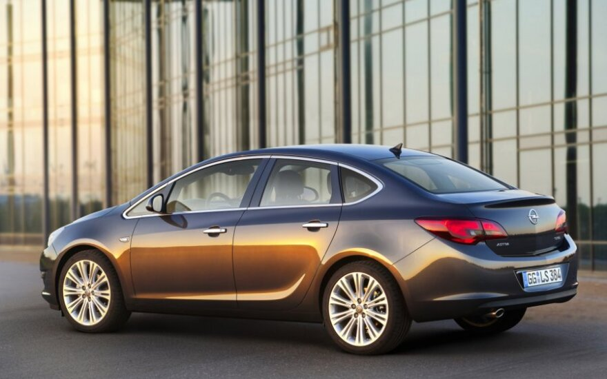 Opel Astra sedanas