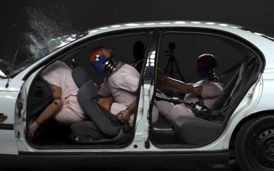 Kas nutinka avarijos metu neužsisegus saugos diržo