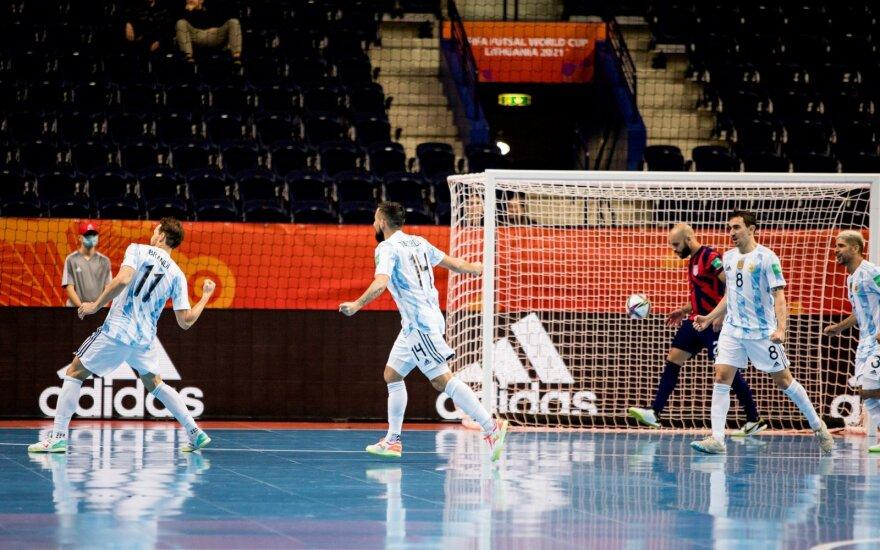 Čempionų titulą ginanti Argentina buvo priversta vytis varžovus, ketvirtfinalyje – ir Kazachstanas