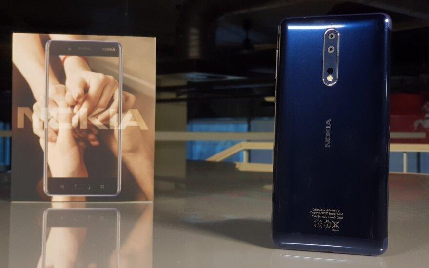 """""""Nokia"""" bandymas sugrįžti: naujojo telefono pliusai ir minusai"""
