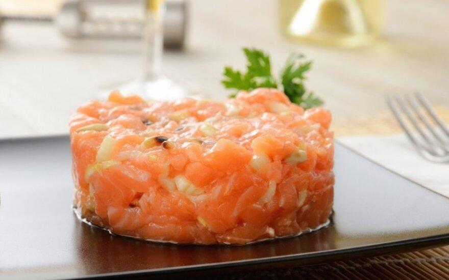 Lašišos tartaras su japoniško ridiko salotomis