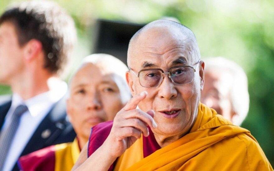 Kinija reikalauja B. Obamą atšaukti susitikimą su Dalai Lama