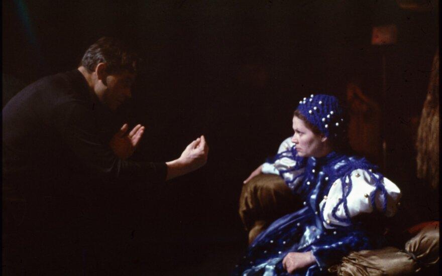 Aldona Jodkaitė, Barbora Radvilaitė. Karalienė Bona,1972