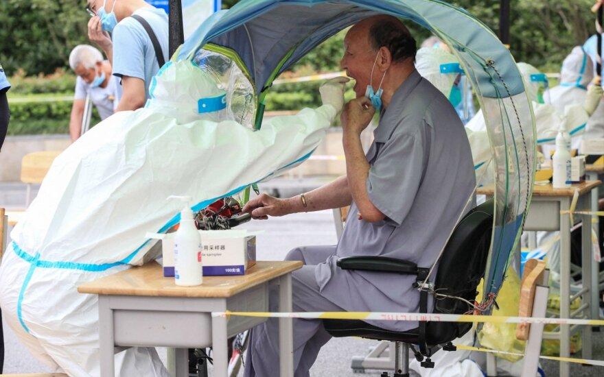 Kinijoje – seniai neregėtas COVID-19 protrūkis: testuojami milijonai žmonių
