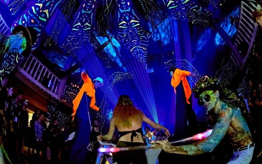 Vilnių apgaubs naktinė menų sintezė: vyks masinis šokių vakarėlis