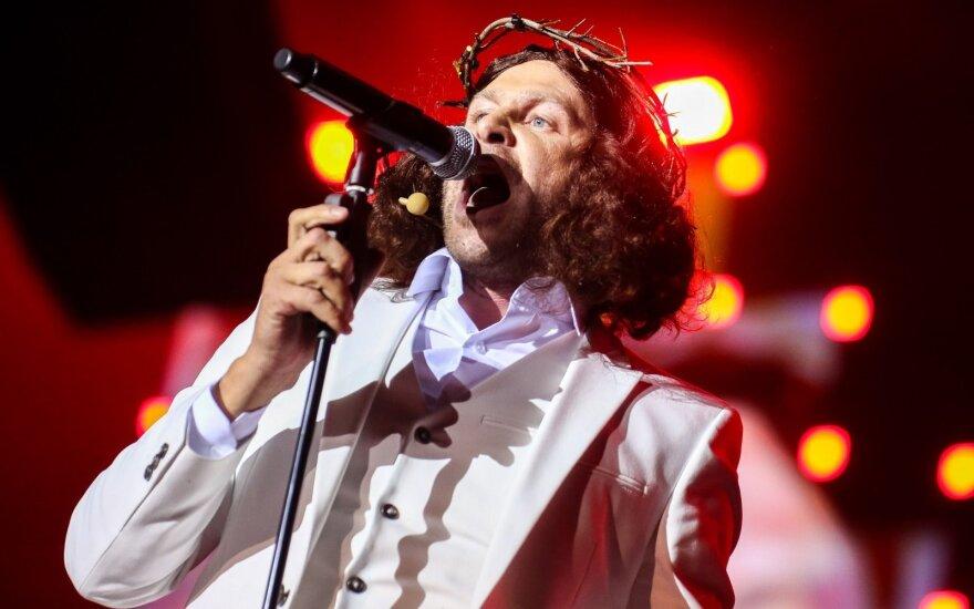 Emeritas pasipiktino Dragūno pasirodymu: į tokio dainininko koncertus padorus žmogus neturėtų kelti nė kojos