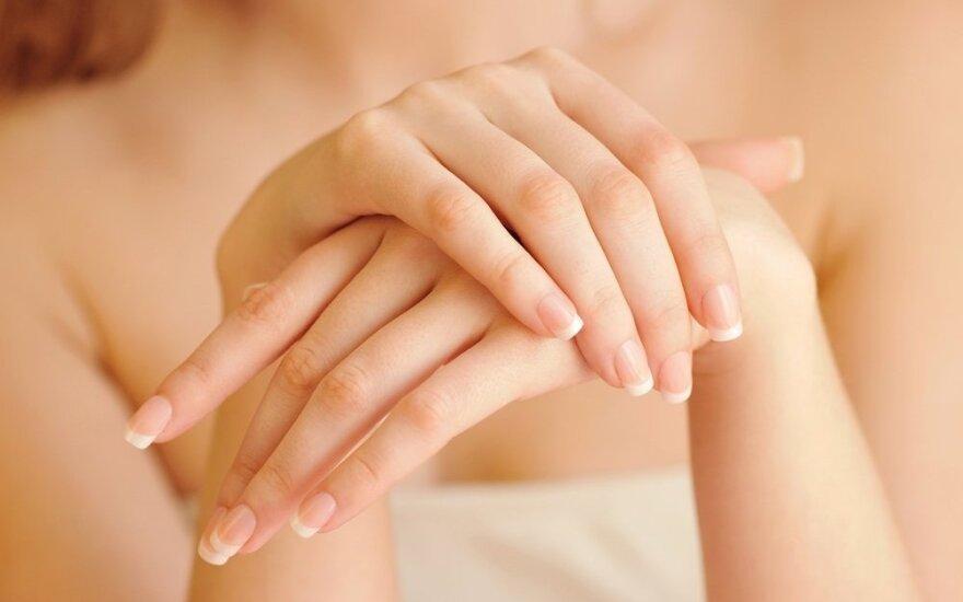 Kaip prižiūrėti rankas, kad jos neišduotų mūsų amžiaus