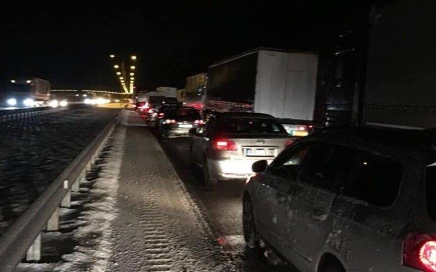 """Policija praneša, kad ties Kaunu uždaromas kelias """"Via Baltica"""""""