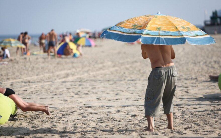 Maudynių sezonas prasidėjo: kas siūloma Lietuvos paplūdimiuose