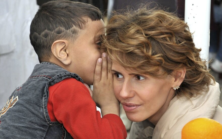 Neįtikėtinas cinizmas: kol diktatorius vienus vaikus nuodija, kitus demonstratyviai čiūčiuoja jo žmona