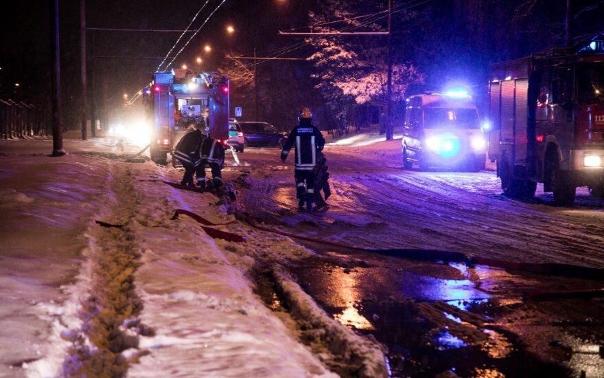 Dėl gaisro Vilniuje buvo ribojamas eismas: buvo bijoma sprogimo