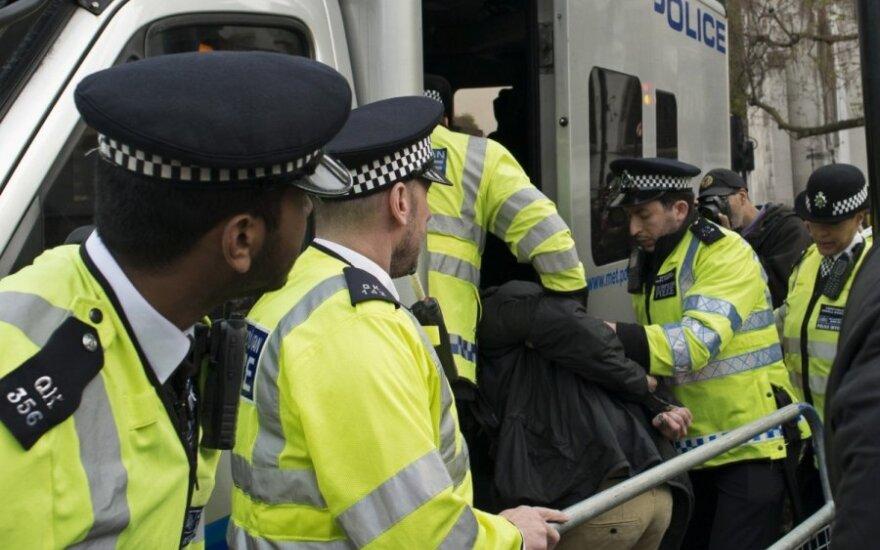 Britanijos policija sulaikė vyrą, įtariamą nužudymu traukinyje