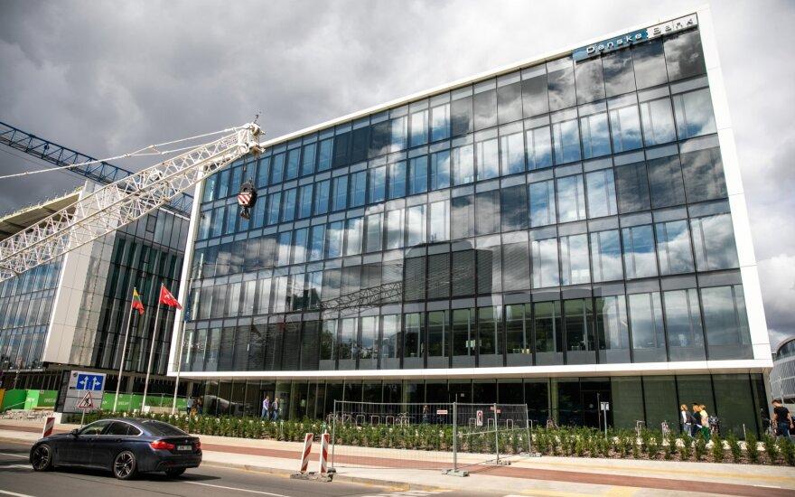 """""""Danske"""" praneša apie darbuotojų atleidimus: dalis jų yra ir Lietuvoje"""