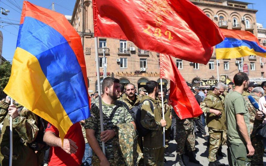 Armėnija skelbia karinę padėtį ir karinę mobilizaciją