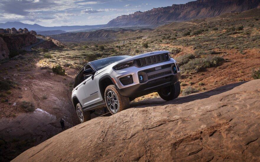 """Pristatė naują """"Grand Cherokee"""": dabar mieste galės važiuoti vien tik elektra"""