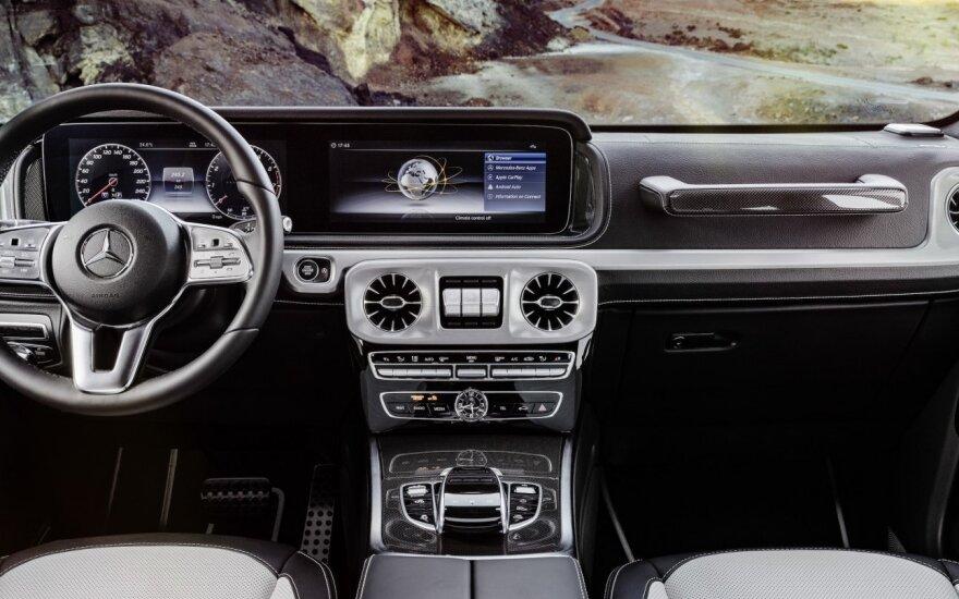 """""""Mercedes-Benz"""" pristatė naujos kartos G klasės modelio interjerą"""