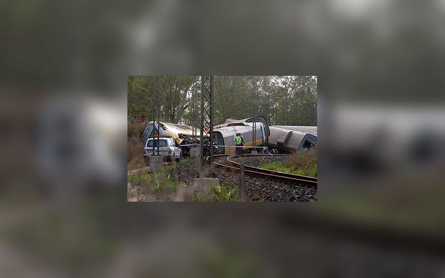 Australijoje nuo bėgių nuvažiavo traukinys