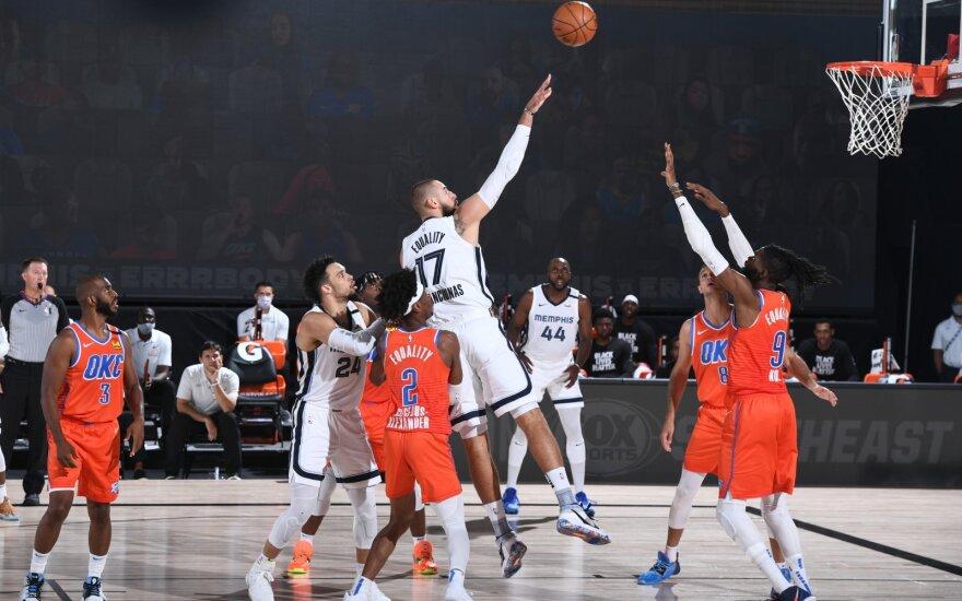 """Solidžiai žaidęs Valančiūnas išjudino """"Grizlius"""" ir šventė pirmą pergalę NBA burbule"""